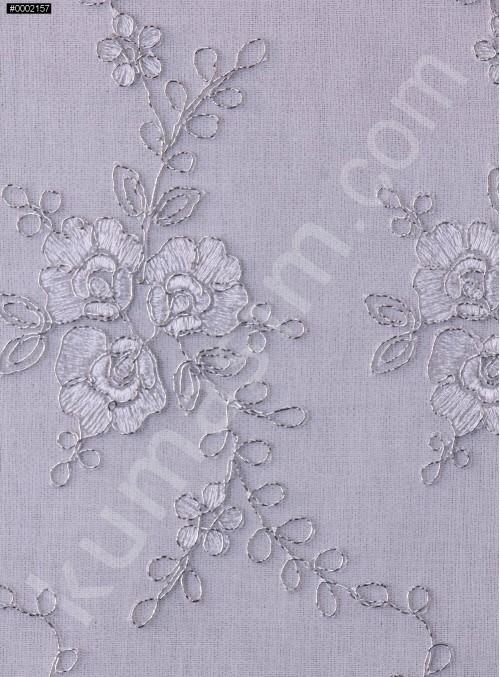 Gümüş İplikli Beyaz Nakışlı ve Kordoneli Kumaş - K5042