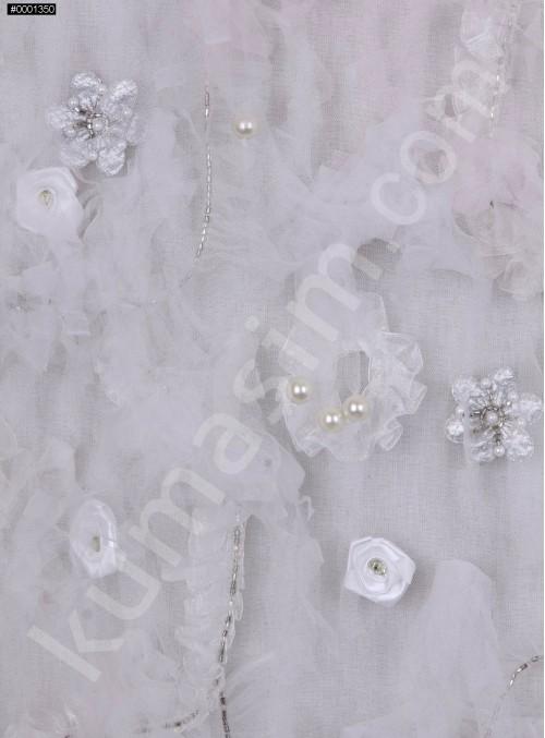 Çiçek Desenli ve İncili - Boncuklu Beyaz Gelinlik ve Nişanlık Kumaş - K9540